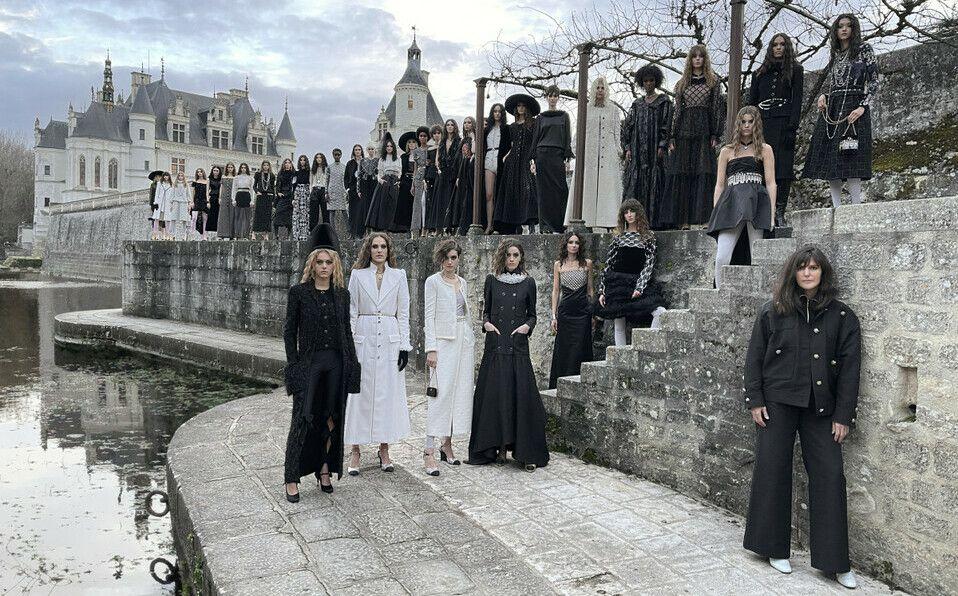 Descubre los mejores looks del desfile Métiers d'Art 2021 de Chanel.