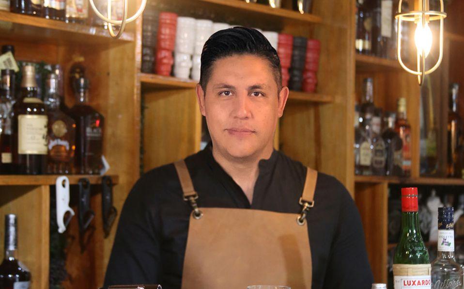 Para Adán Moreno la mixología viene desde su época como estudiante. Foto: Pamela Meza