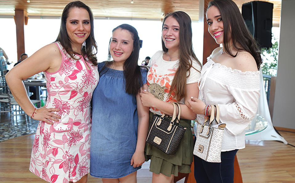 Carlos Plata, Itzel Zárate, Yelenna Plata  e Isabella Plata  ###