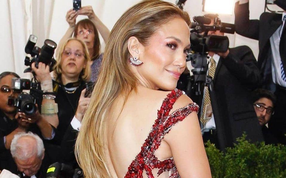 Jennifer Lopez y el vestido rojo que se robó los People's Choice Awards 2020 (Foto: Instagram)