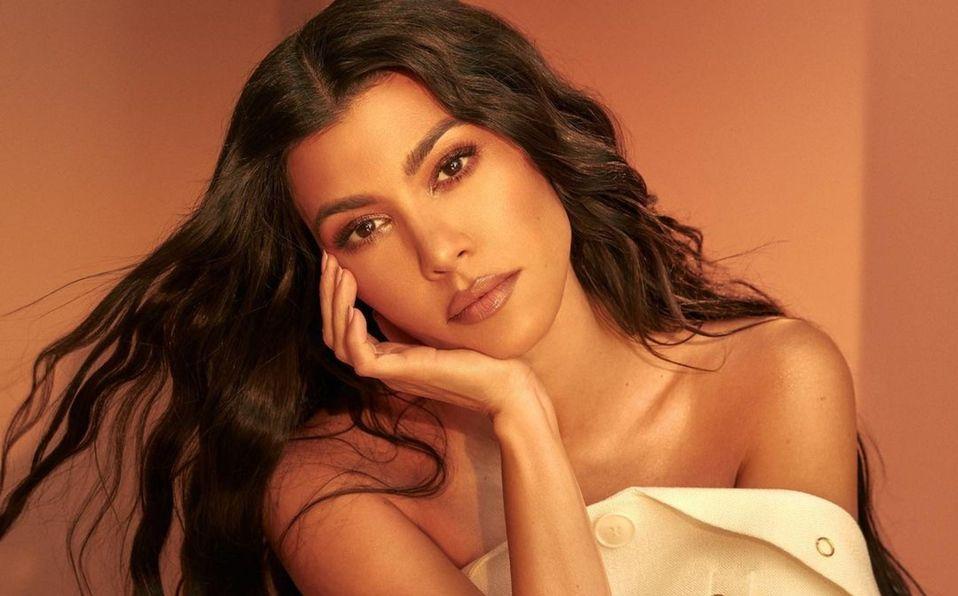 Kourtney Kardashian presume el monokini de Kylie Swim (Foto: Instagram)