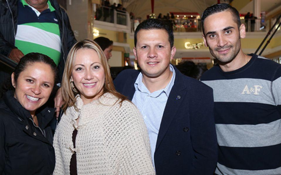 (principal) Marcela Pérez, Mónica Linares, Carlos González y Mauricio Linares