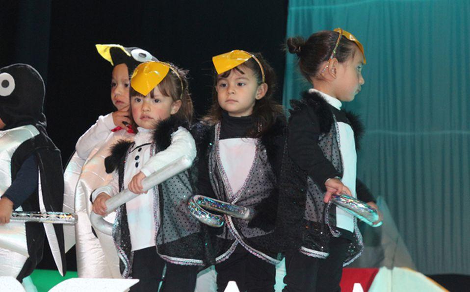 Niños con atuendo de renos