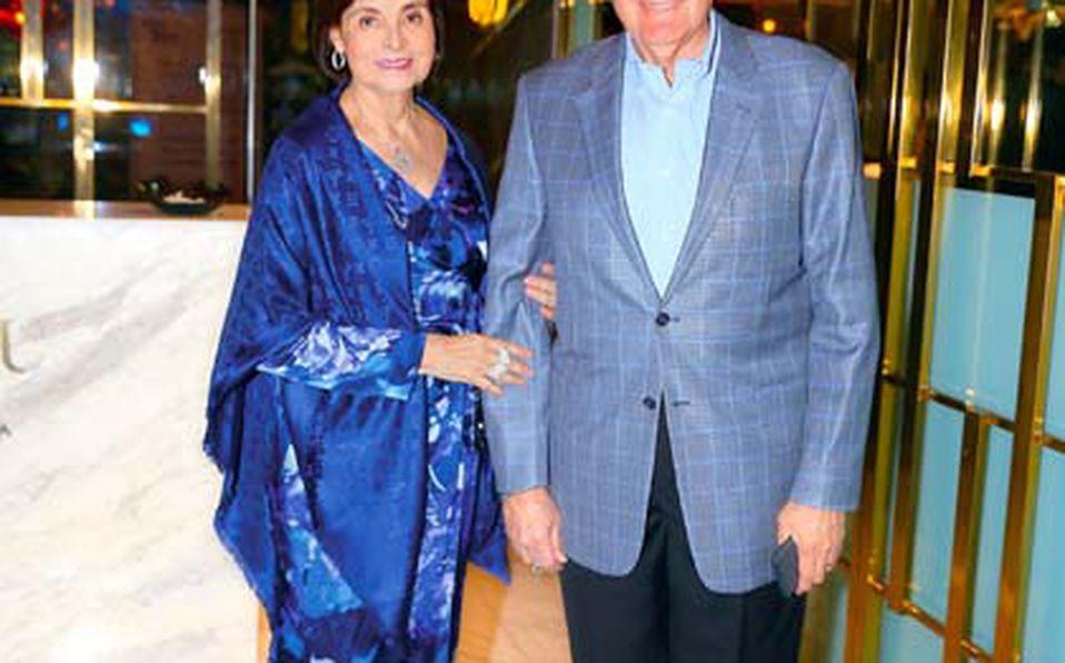 Emily-de-Assad,-Sergio-Cordero-y-Emily-Assad-de-Kalifa