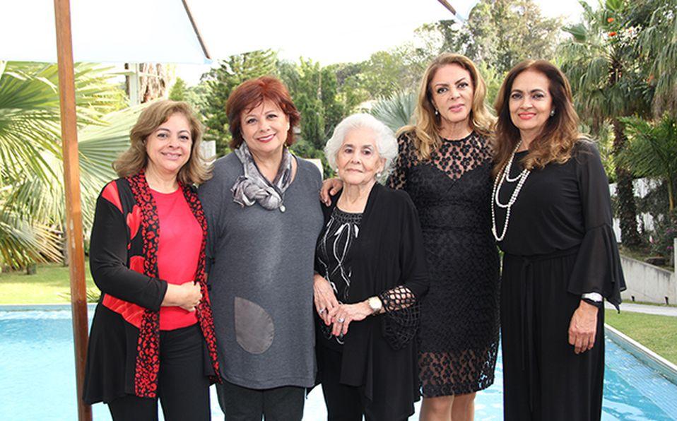 Armida Murguía, Gaby Murguía, Armi Murguía, Dalia Murguía y Conchita Siordia