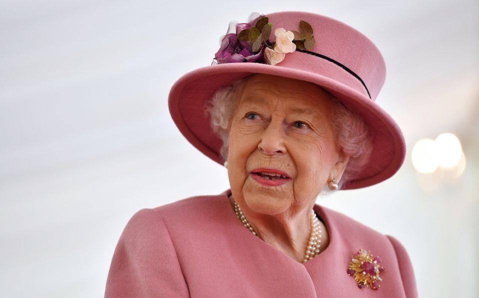 Reina Isabel asiste a su primer evento público sin cubrebocas y la critican (Foto: Reuters)