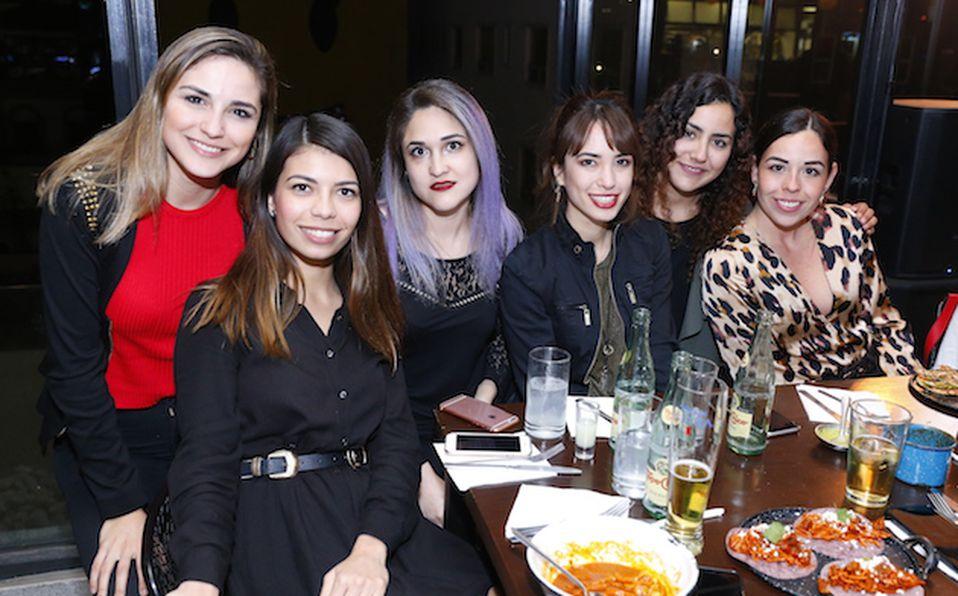Lizzett Escutia, Vero Villarreal, Rosy Lobo, María Paz Haces, Sisy Cornish, Celina Calderón de Páez y Lorena de Véjar (1)