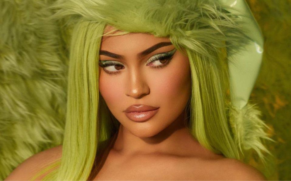 Kylie Jenner y su línea de maquillaje navideña en bikini (Foto: Instagram)