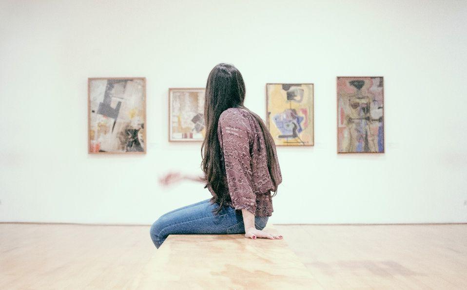 Comienza tu colección de arte con poco presupuesto. (Imagen: Unsplash).
