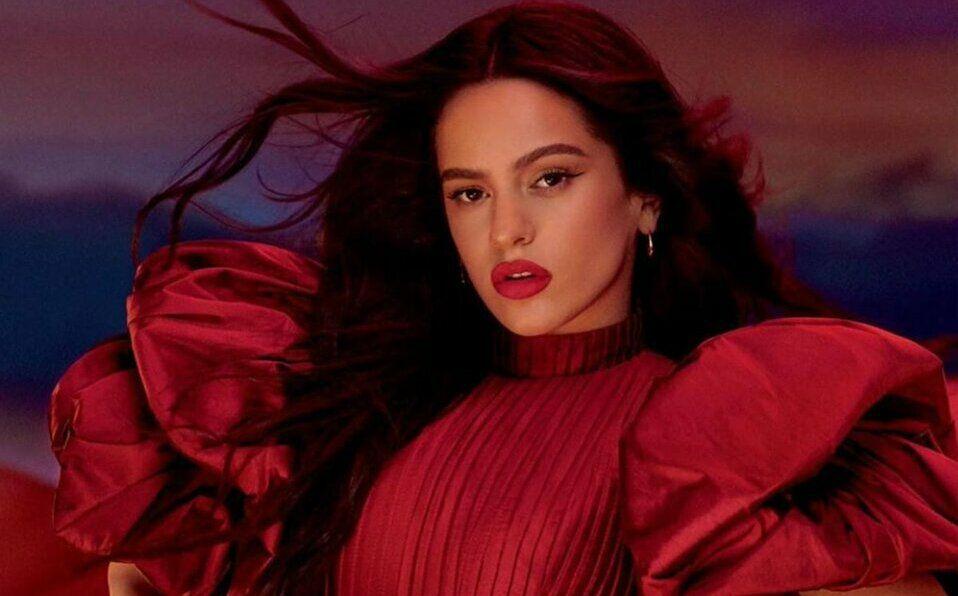 Rosalía es la nueva embajadora de Viva Glam, la línea altruista de MAC Cosmetics.