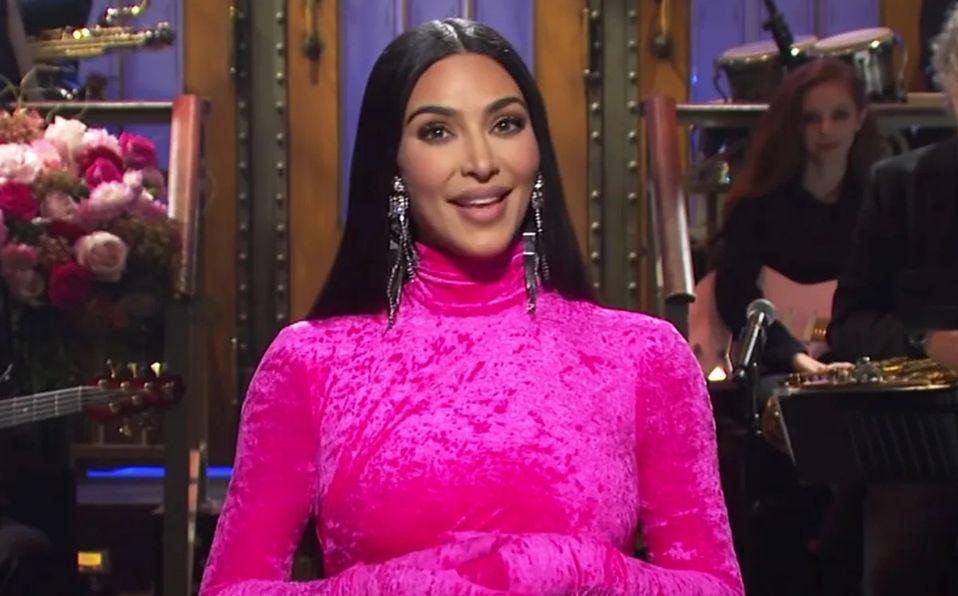 Kim Kardashian se burla de sí misma, su familia, ¡y Kanye West!
