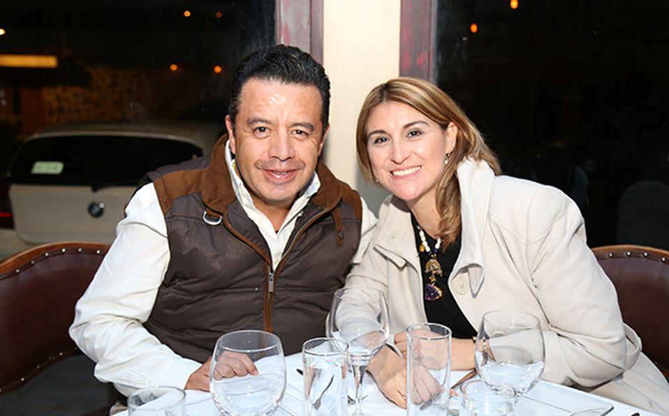 (principal) Alberto Zárate y Jenny Valdes