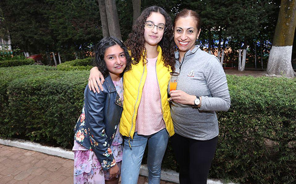 (principal) ELIZABETH MANDUJANO, DIEGO REZA Y ANEL DURAND