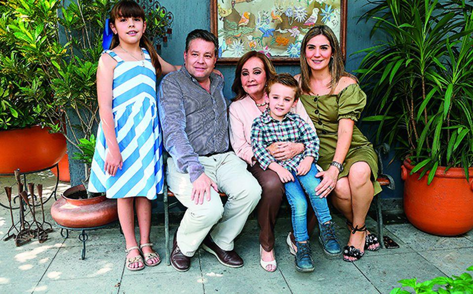 Amanda Gómez, Juan José Gómez Watanabe, Rosita Watanabe, Juan José Gómez y Marce Ramírez de Gómez
