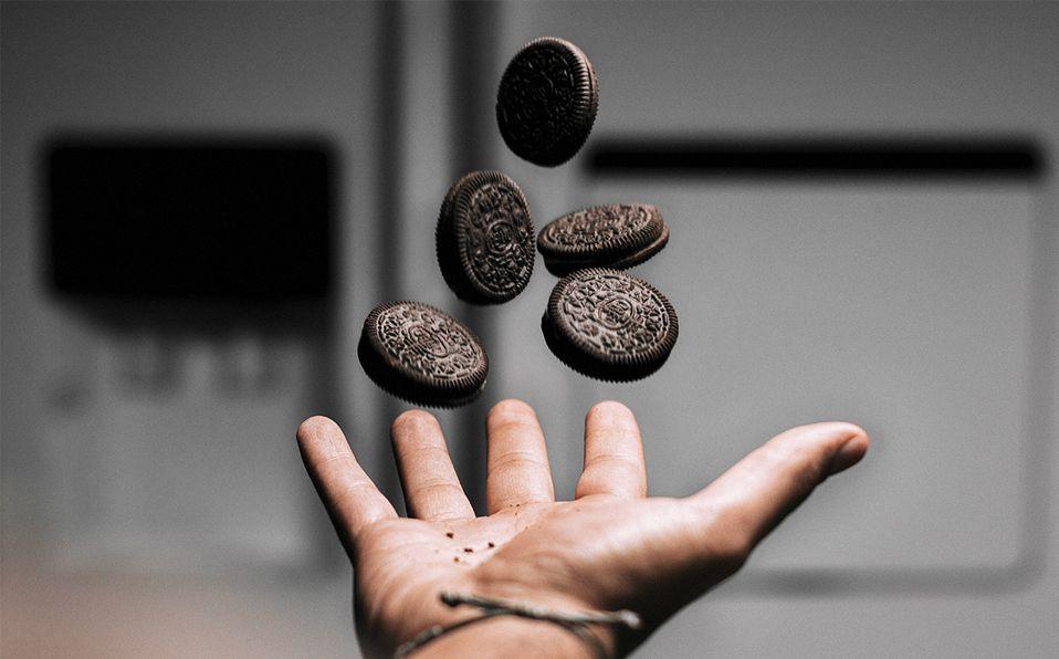 Además de las galletas Oreo, solo necesitarás otros dos ingredientes. Fotografía de Shayan Izadi / Unsplash