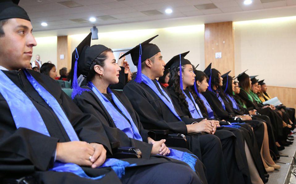 Todos los graduados en Ciencias de la Educación  con directivos