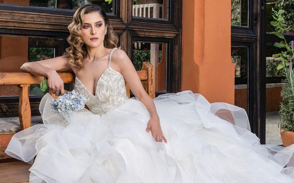 Violeta Palatto nos modela lo mejor de la temporada, makeup, vestidos y looks para acertar en tu gran día. Foto: Fernando Ruiz