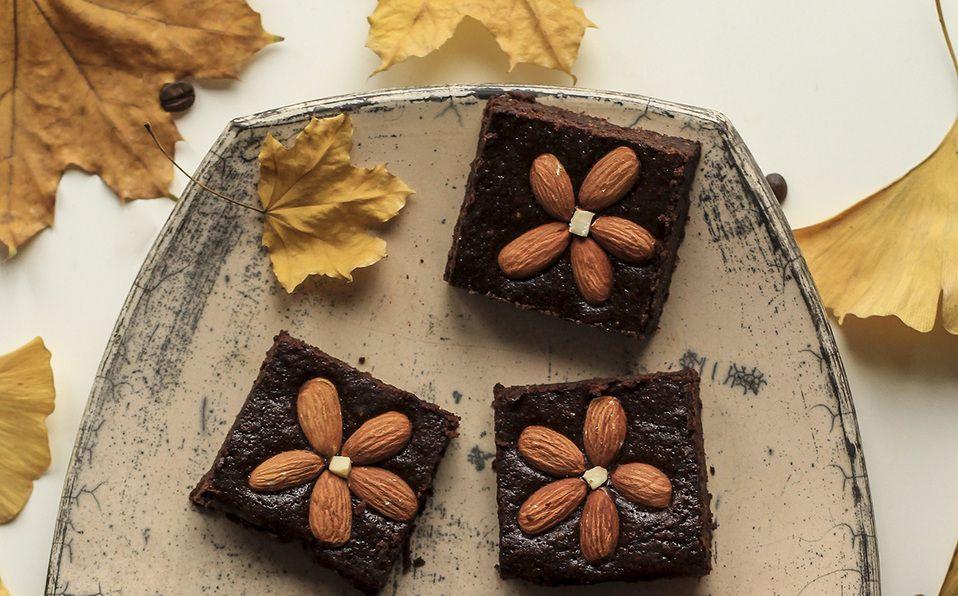 Aprende a preparar estos sencillos brownies para los que no necesitarás horno. Fotografía de Nordwood Themes / Unsplash