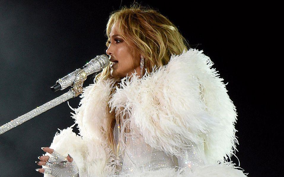 Jennifer Lopez sorprende a sus seguidores con vestido de novia