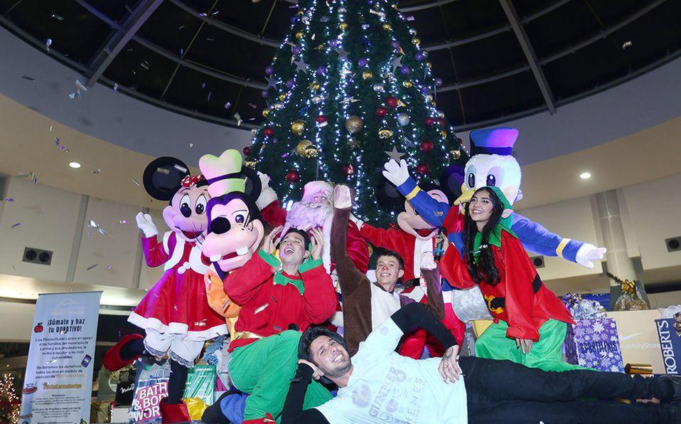 Encendido del árbol navideño en Las Plazas Outlet Lerma