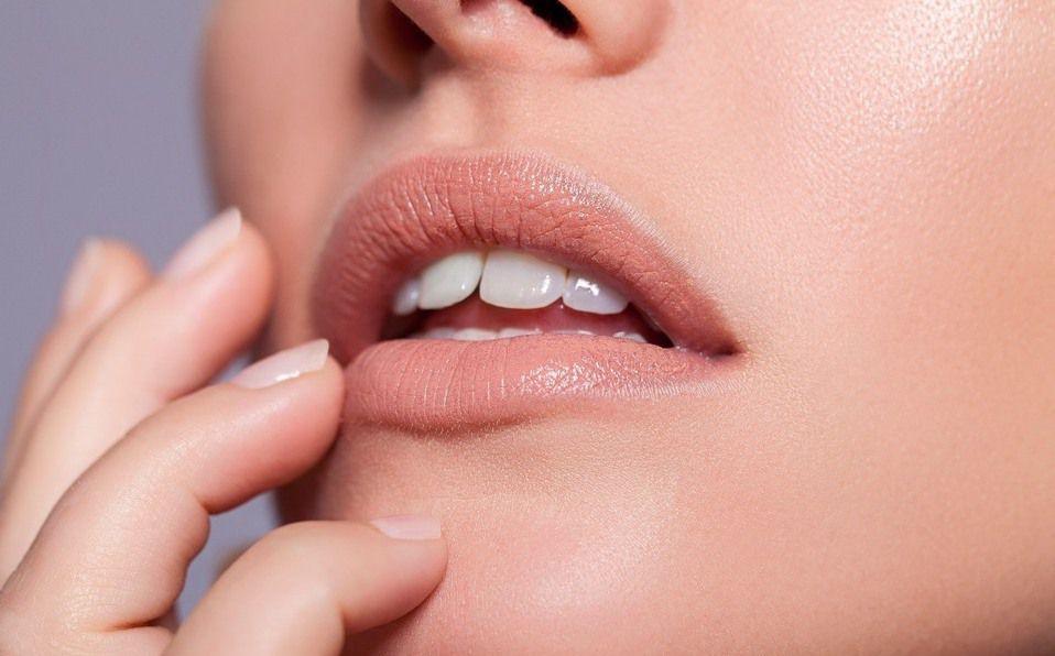 Luce unos labios hermosos con estos remedios caseros para los labios partidos.