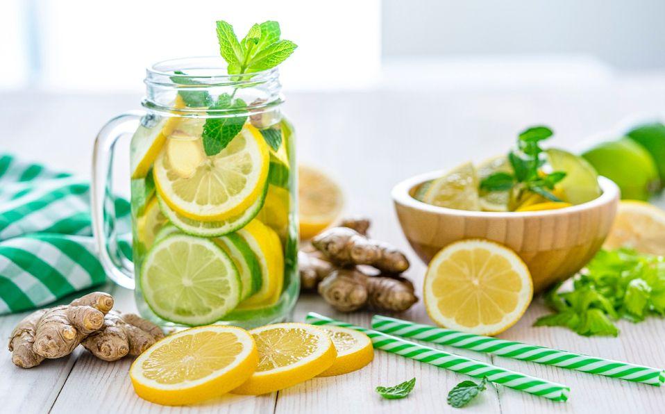 Agua de limón en ayunas: Beneficios y razones para tomarla (Foto: Getty Images)