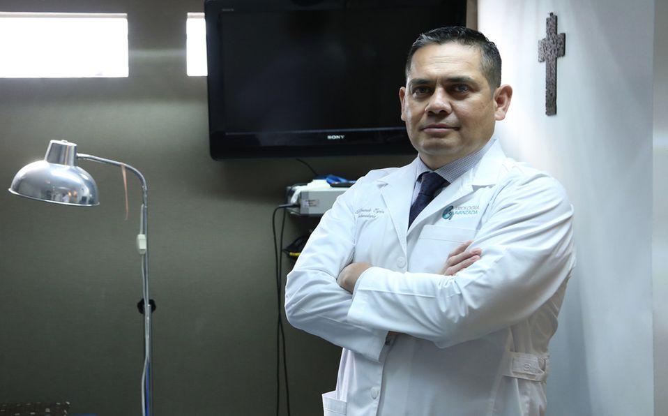 El urólogo Gerardo Espino revela los daños del Covid-19 en el riñón (Fotos: Jaime Jiménez)