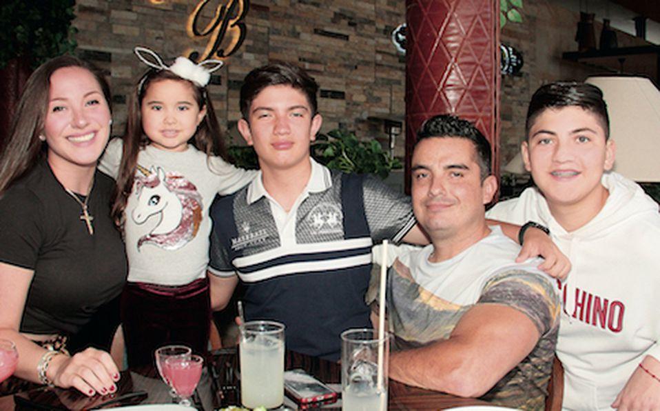 Maru Villarreal, Ella Bazán, Eugenio Garza, Diego Roca y Edgar Garza