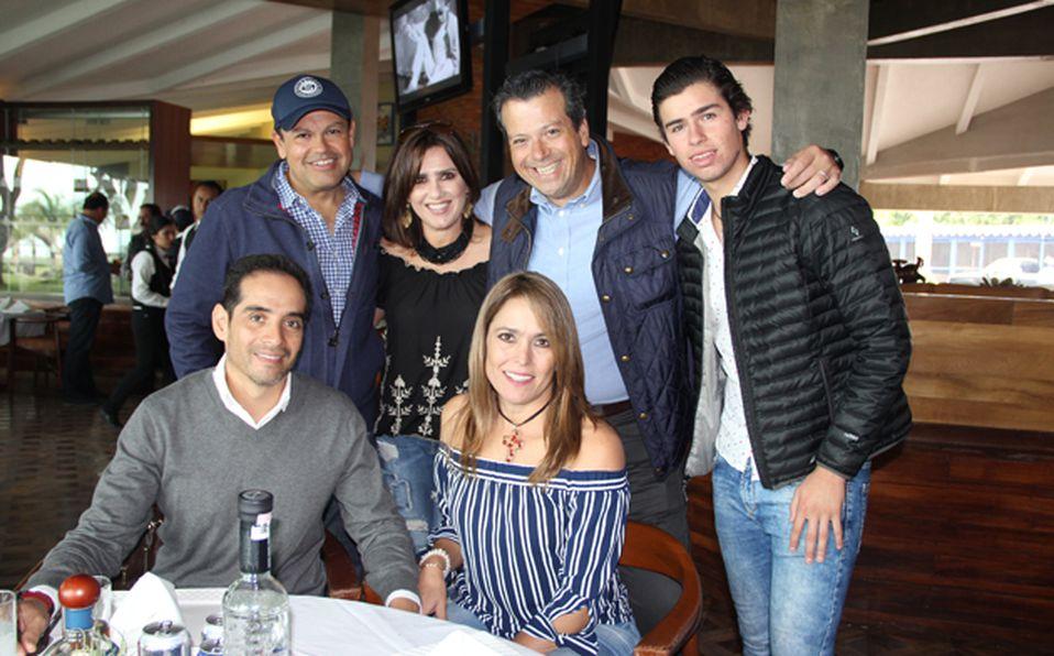 Pablo González, Alejandra Ibarra, Memo y Juan Diego González, Juan Fernando García y Martha Estavillo