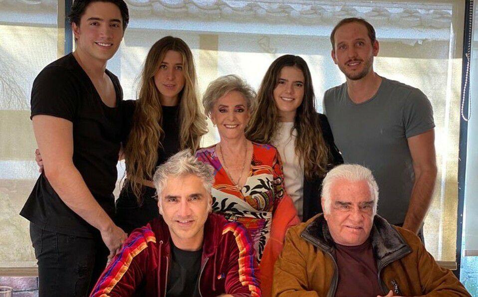 Aseguran que su familia ya se despidió de Vicente Fernández
