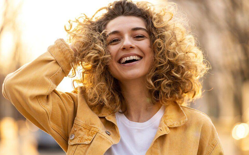 Existen 19 tipos de sonrisas, y sólo 6 son de felicidad, ¿cuál es la tuya? (Foto: Getty Images)