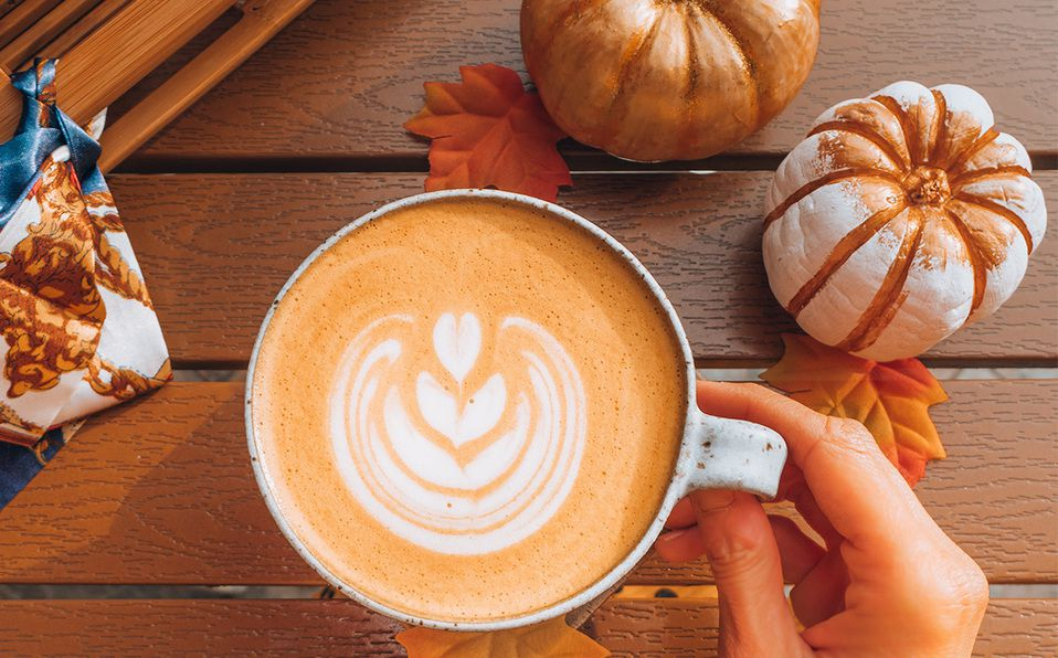 Aprende a preparar tu propio Pumpkin Spice Latte. Fotografía de Heidi Kaden / Unsplash